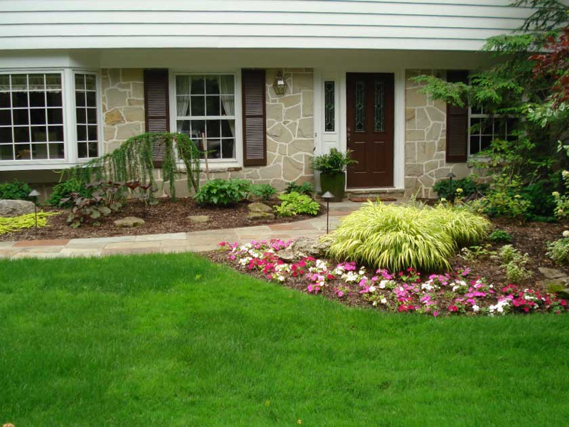 Front entrance landscaping ideas for Front window landscaping ideas