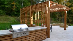 USE THESE TIPS WHEN DESIGNING AN OUTDOOR KITCHEN